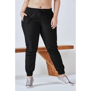 NWT Fabletics The Trekker Betsy Jogger Pants Black